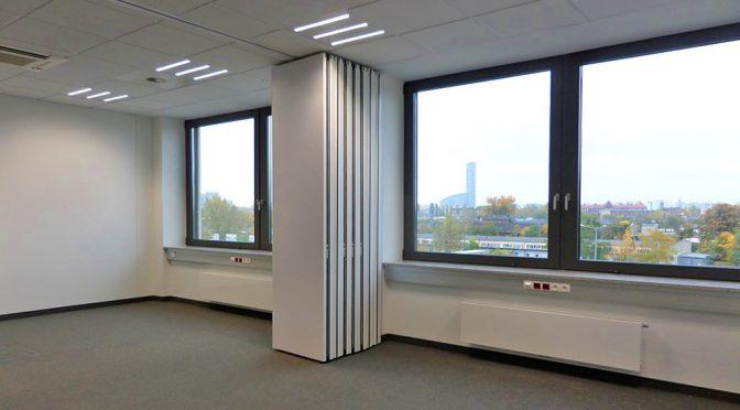 przestronne wnętrze lokalu biurowego do wynajęcia we Wrocławiu