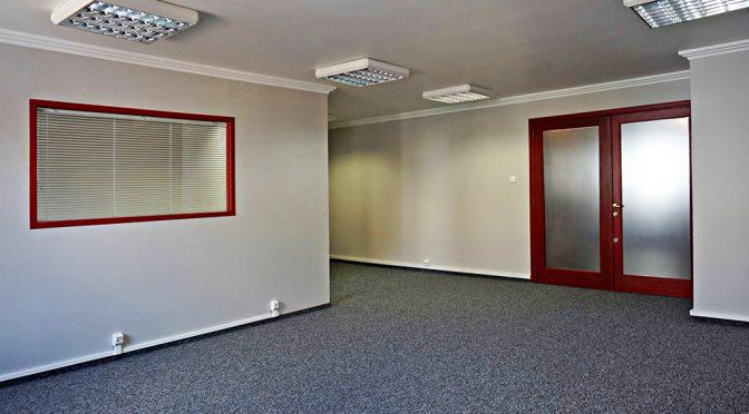 przestronne i komfortowe wnętrze lokalu biurowego do wynajmu we Wrocławiu