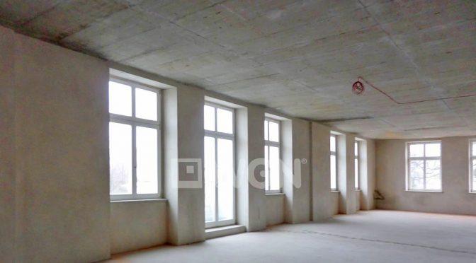 przestronne wnętrze lokalu biurowego do wynajmu we Wrocławiu