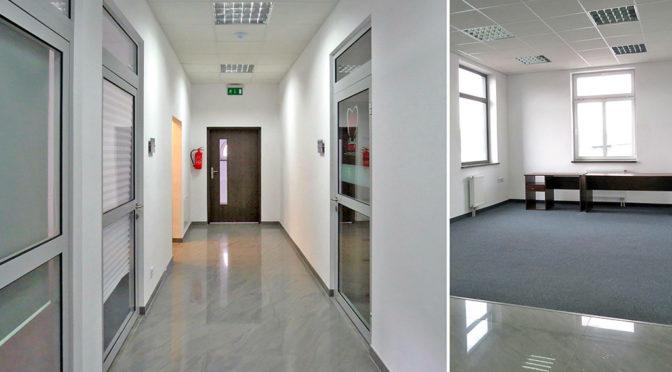 fragment korytarza i pomieszczenie biurowe w lokalu biurowym na wynajem we Wrocławiu