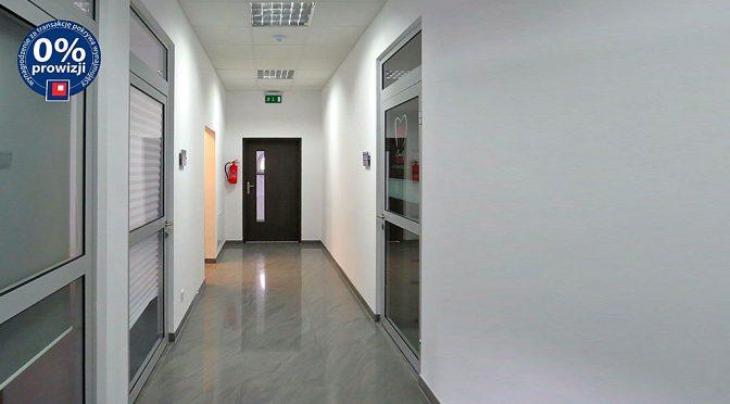 zdjęcie prezentuje hol prowadzący do lokalu biurowego do wynajmu Wrocław