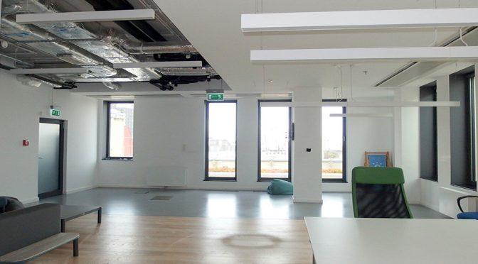 przestronny i wykończony w najwyższym standardzie pokój biurowy w lokalu biurowym do wynajęcia Wrocław Stare Miasto