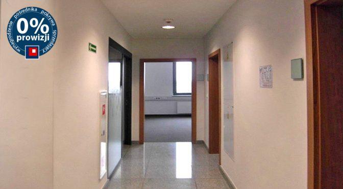 hol, który prowadzi do oferowanego na wynajem lokalu biurowego Wrocław