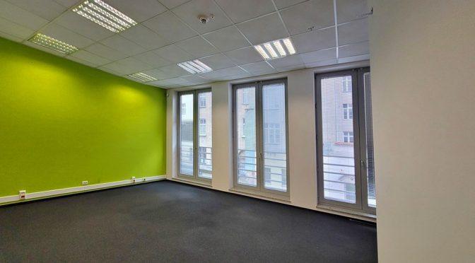 panoramiczne okna w lokalu biurowym do wynajęcia Wrocław Stare Miasto